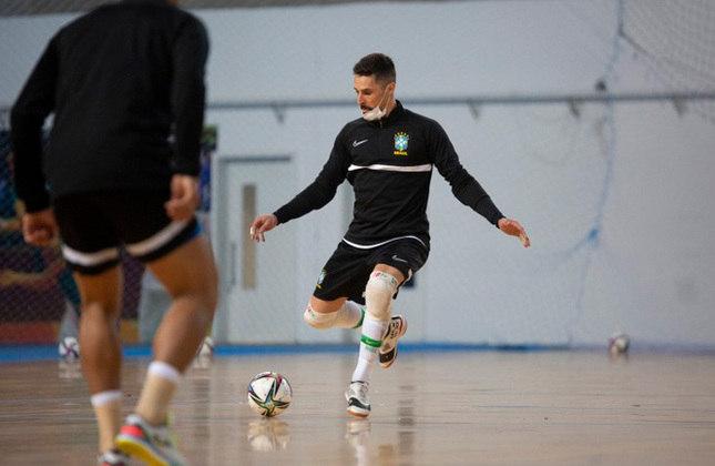 Djony (Goleiro) - Bicampeão da Liga Nacional de Futsal (LNF) e eleito craque da competição em 2019, ele tem 36 anos, atualmente joga no Sorocaba e está estreando em Copas do Mundo.