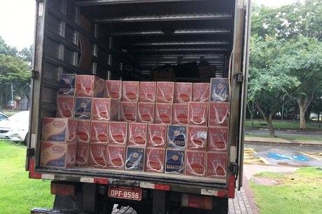 Doação de cesta básica para os moradores