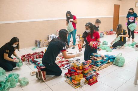 Oito toneladas de alimentos arrecadadas para a doação são fruto de uma parceria da FJU com uma rede de supermercados da região