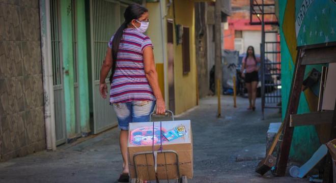 Dez mil cestas básicas já foram entregues aos moradores da comunidade
