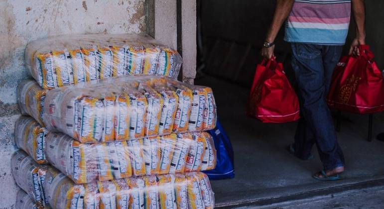 Doações garantem sobrevivência de boa parte de famílias carentes da periferia