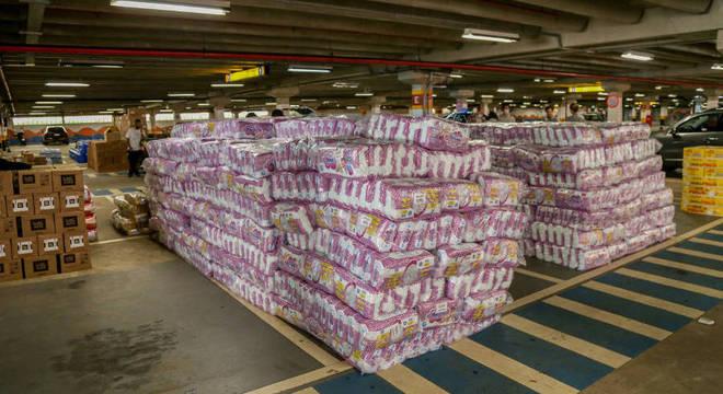 Parte das doações arrecadas para serem entregues às famílias de Paraisópolis