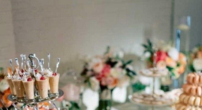 docinhos decorados com mesa de guloseimas