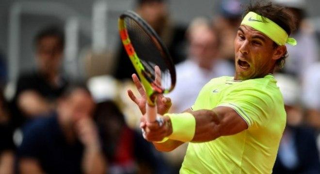 """Dodecampeão! O espanhol Rafael Nadal ergueu a taça de Roland Garros pela 12ª vez no último domingo e ratificou a fama de """"Rei do Saibro"""". Relembre os outros títulos do astro no torneio."""