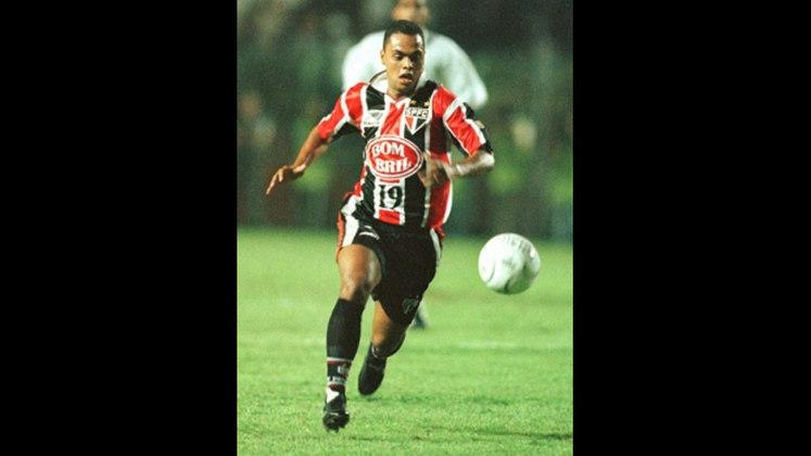 Dodô: 19 gols em 1997 - Um ano antes o São Paulo havia colocado um de seus atacantes no topo da artilharia, com Dodô, que fez incríveis 19 gols.