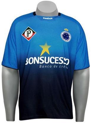 Dois anos antes, em 2009, a Raposa lançou camisa 3 com o primeiro símbolo do clube no lado direito e o símbolo atual no lado esquerdo.