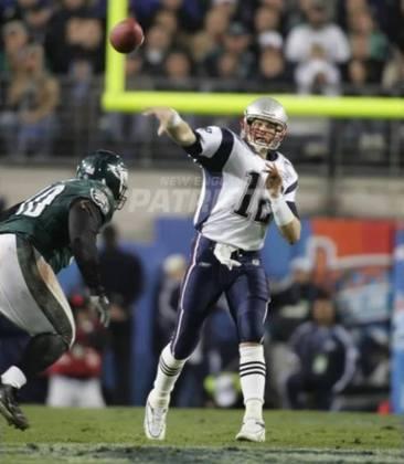 Dois anos seguidos com títulos para Tom Brady, o terceiro desde 2001. O quarterback passou para 236 jardas e dois touchdowns. Mas o MVP da partida foi Deion Branch, WR dos Pats.