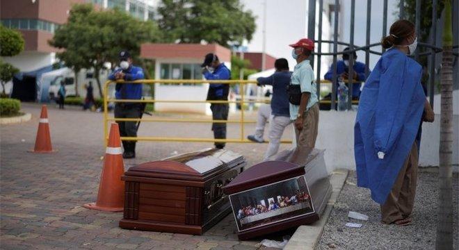 Guayaquil foi a primeira cidade da América Latina em que covid-19 causou devastação