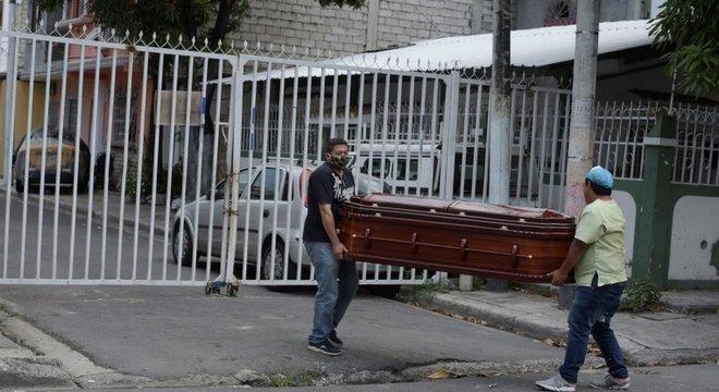 2020 terminou com mais de 1,8 milhão de pessoas mortas por covid-19