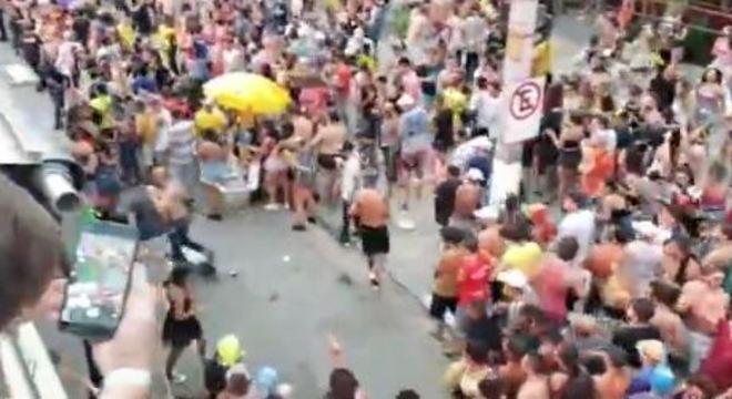 Duas pessoas foram baleadas durante desfile em Pinheiros