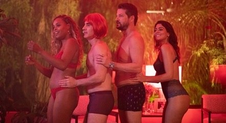 """Roberta Rodrigues , Marcelo Laham, Marcelo Serrado e Carol Castro em """"Dois+Dois"""""""