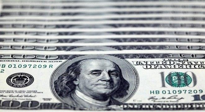 Dólar registrou alta nesta segunda-feira