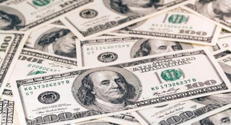 O contrato mais líquido de dólar futuro caía 0,60%