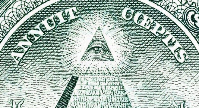 O olho na pirâmide está no verso da nota de um dólar americano