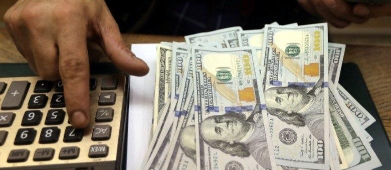 Com apreensão em torno da reforma da Previdência, dólar oscila diariamente