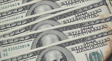 Dólar abre em queda nesta terça-feira