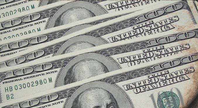 Dólar abre em queda contra o real na manhã desta sexta-feira (8)