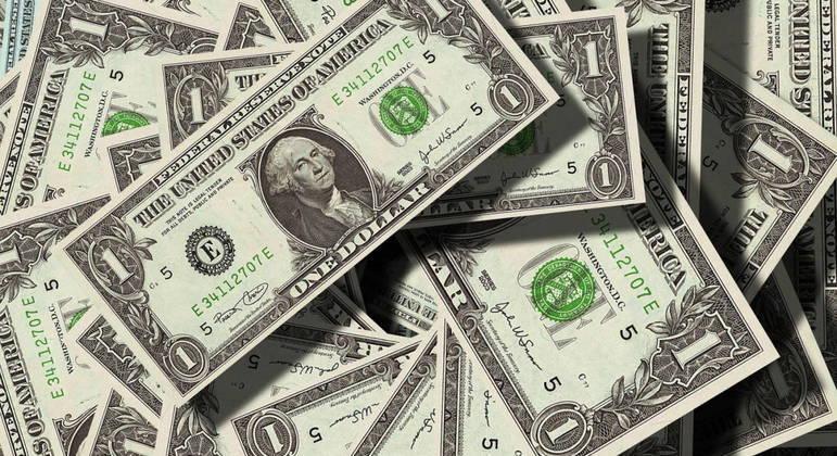 Dólar tem leve alta contra real nesta quarta-feira (02) após perdas da véspera