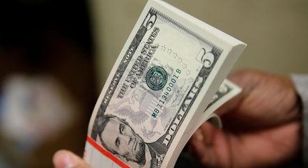 Dólar caiu 1,7% na semana e tem alta de 3,7% em 2021