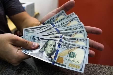 Nas casa de câmbio dólar é vendido acima de R$ 4,30