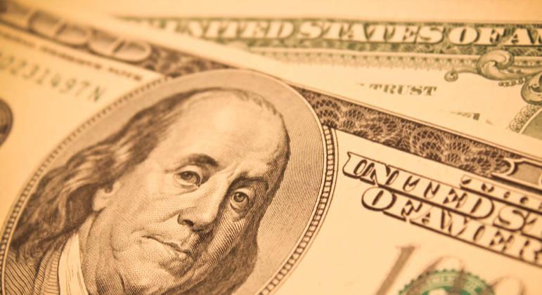 Dólar abre em queda nesta quarta-feira com mercado atento a posse de Biden e Copom