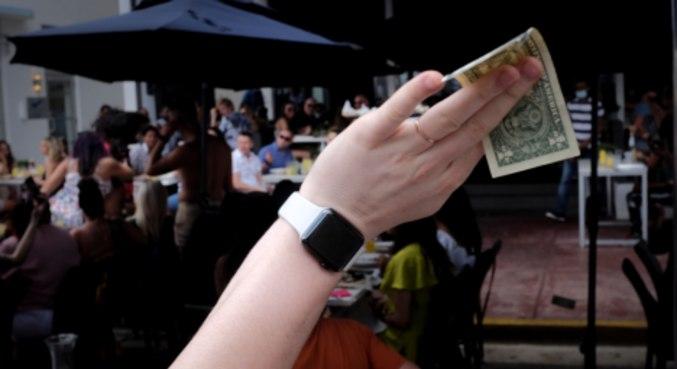 O dólar à vista subiu 0,67%, a R$ 5,2812, maior nível desde 26 de maio (R$ 5,3127)