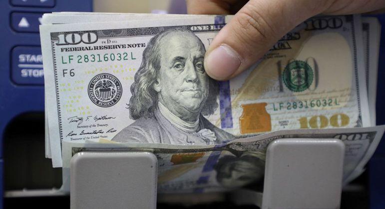 Dólar ampliou as perdas no mundo após movimento do banco central dos EUA