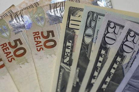 Dólar cai por causa da aprovação da Previdência