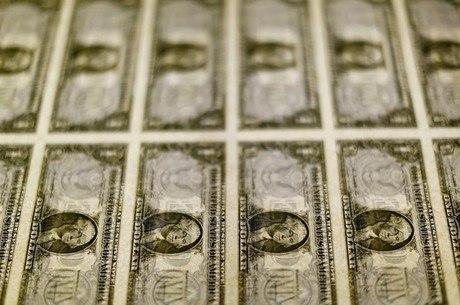 Dólar abre semana cotado a R$ 3,78