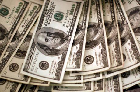 Dólar tem 2º maior patamar de fechamento da história