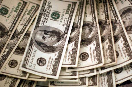 Dólar salta quase 2%, flerta com R$ 4,80 e bate novo recorde histórico