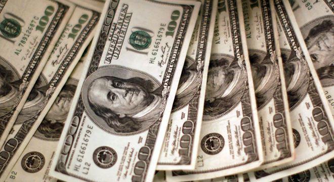 Às 10h40, dólar comercial recuava 0,55%, para R$ 4,0111