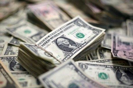 Dólar opera em baixa nesta quinta-feira (17)