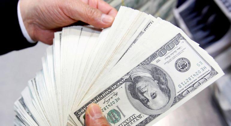 Na abertura do mercado, dólar futuro caía 0,04%, a R$ 5,04