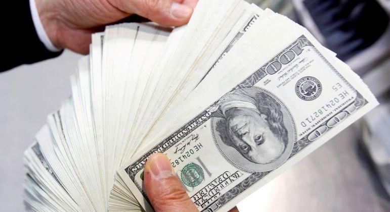 Cotação do dólar atingiu R$ 4,97 na máxima, mas ao longo do dia caiu para R$ 4,942