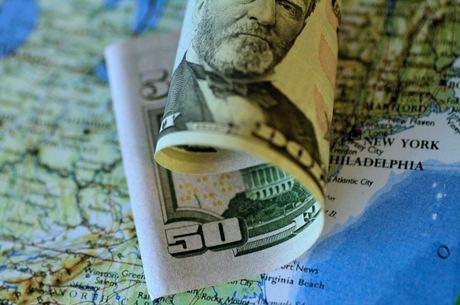 Dólar abriu em alta