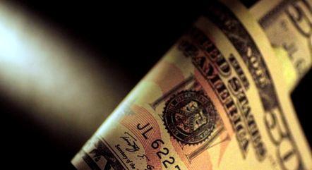 Dólar abriu a semana em alta