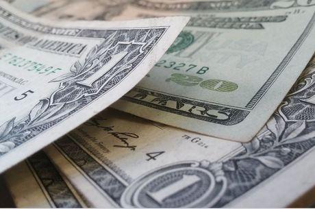 Dólar oscilou entre R$ 3,67 e R$ 3,71 no dia