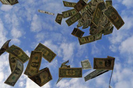 Dólar chegou a marcar R$ 5,38 na mínima da sessão