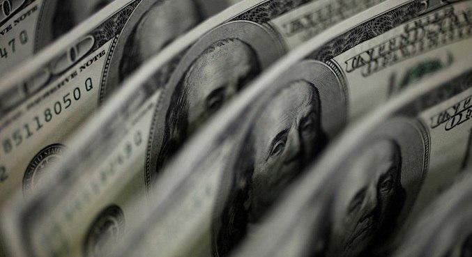 Dólar abriu em alta contra o real nesta segunda-feira (22)