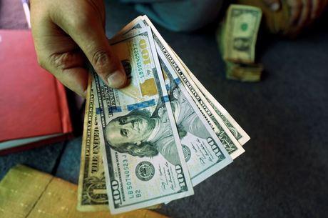 Dólar operava em alta na manhã desta sexta-feira (11)
