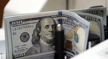 Dólar oscilou entre R$ 5,3442 e R$ 5,4225 na sessão