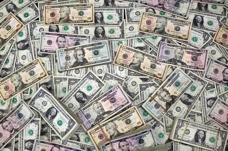 Dólar oscilou entre R$ 4,47 e R$ 4,50 na sessão