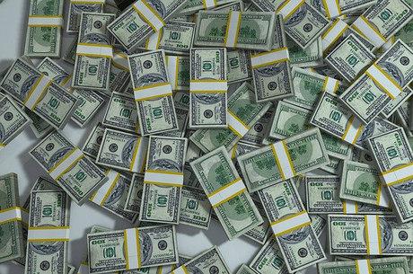 Dólar avançava 0,39% às 9h14