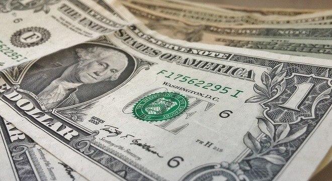 Disparada do dólar vai encarecer produtos típicos do Natal