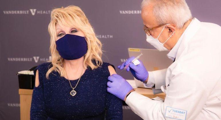 """""""Dolly recebe uma dose de seu próprio remédio"""", disse a cantora nas redes sociais"""