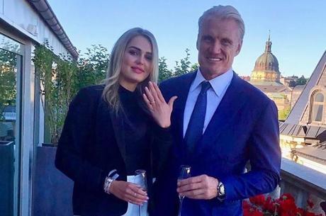 Dolph e Emma ficaram noivos na Suécia