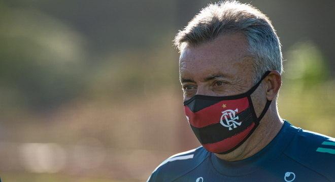 Treinador pode comandar equipe, neste domingo (9), pelo Campeonato Brasileiro