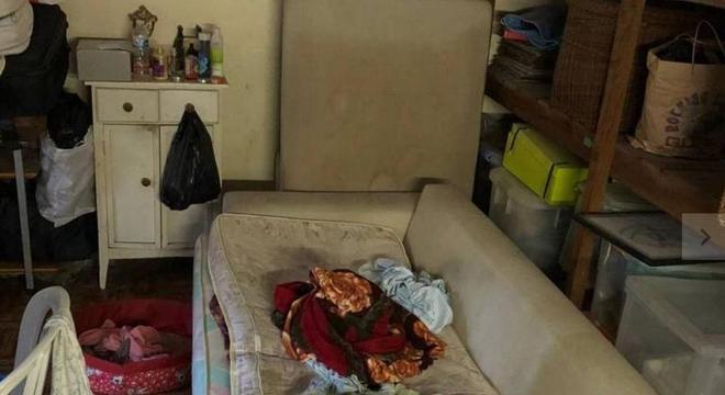 Idosa vivia em depósito da casa sem acesso a banheiro