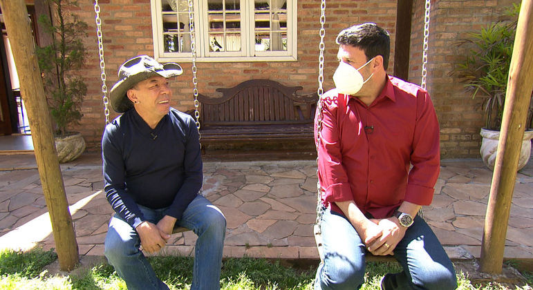 Depois de quase dez anos sem dar entrevistas, Chrystian fala com o repórter Michael Keller